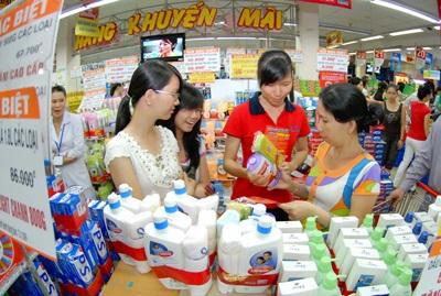 Các chương trình khuyến mãi, giảm giá nhằm thu hút người tiêu dùng đến mua hàng.