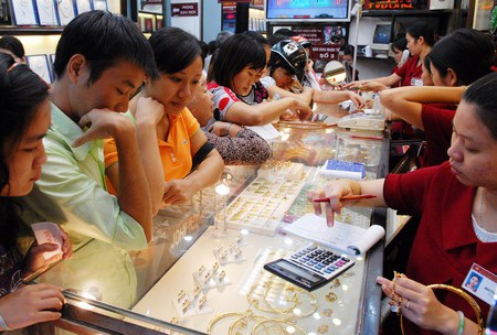 Thị trường vàng đang có sóng lớn.
