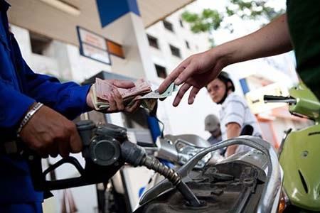 Chưa tăng giá xăng dầu (ảnh minh họa).
