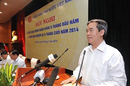 Thống đốc Nguyễn Văn Bình chỉ đạo điều hành tại hội nghị sơ kết ngành.
