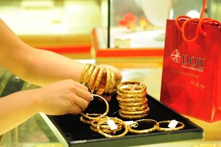 Giá vàng trên đà tăng mạnh.
