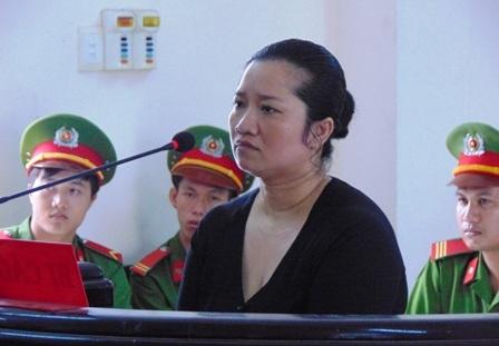 Hung thủ Lê Thị Hường tại phiên tòa sơ thẩm