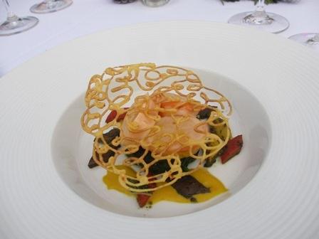 Đầu bếp từ các khách sạn 5 sao của TPHCM trổ tài không chỉ nấu ngon mà trình bày đẹp.