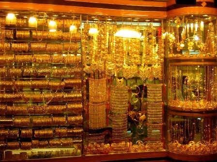 Vàng được bày bán la liệt ở chợ Gold Souk - Dubai