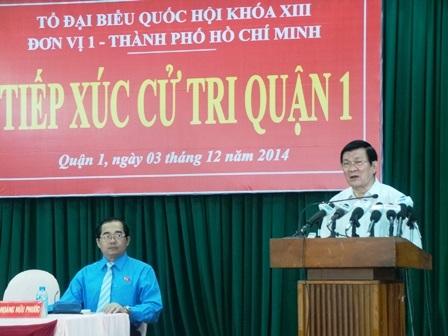 Chủ tịch nước Trương Tấn Sang nói chuyện với bà con cử tri