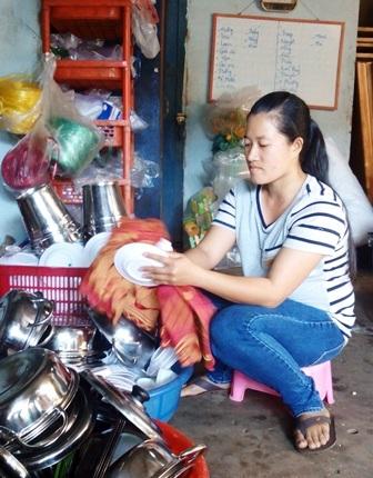 Nữ giúp việc trả lại 40 triệu đồng cho người đánh rơi