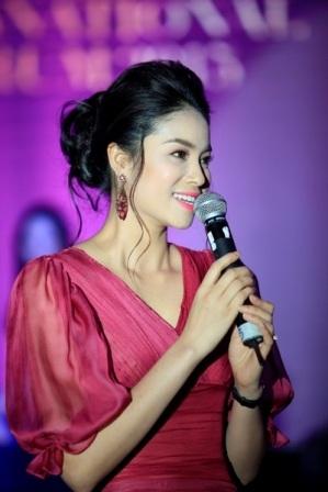 Á hậu Cuộc thi Hoa hậu thể thao thế giới Phạm Hương