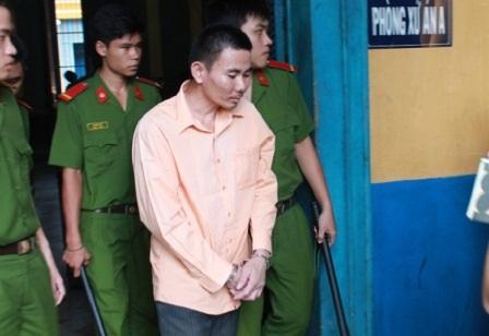 Gã chồng giết chết vợ hờ rồi tự sát tại phiên tòa tối cao