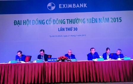 Đoàn Chủ tịch ĐHCĐ Eximbank nhận nhiều ý kiến chất vấn trực tiếp của cổ đông