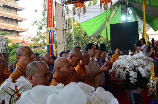 Bộ trưởng Bộ Công an - Đại tướng Trần Đại Quang thắp nén hương tưởng niệm