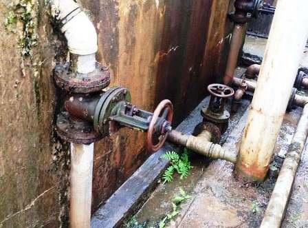 Trạm cấp nước sạch thuộc xã Yên Mỹ, huyện Yên Mô bị xuống cấp từ lâu.