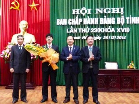Ông Nguyễn Đình Xứng - thứ 2 từ trái qua được bầu giữ chức Phó Bí thư Tỉnh ủy Thanh Hóa.