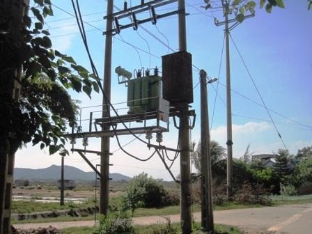 Tại trạm biến áp nối điện đến các hộ dân không thấy có dấu hiệu bất thường.