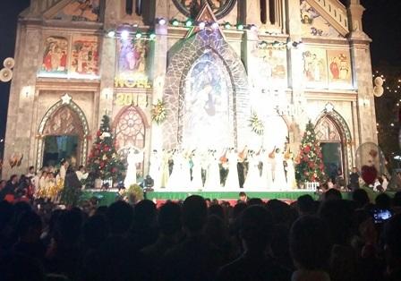 Không khí giáng sinh tại Nhà thờ Chính Xứ Nam Định.