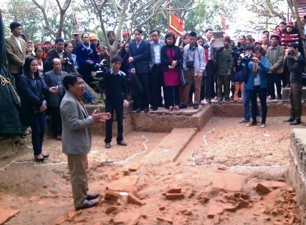 Một trong 6 hố khai quật tại khu vực đền Trần ở xã Hồng Minh, huyện Hưng Hà.