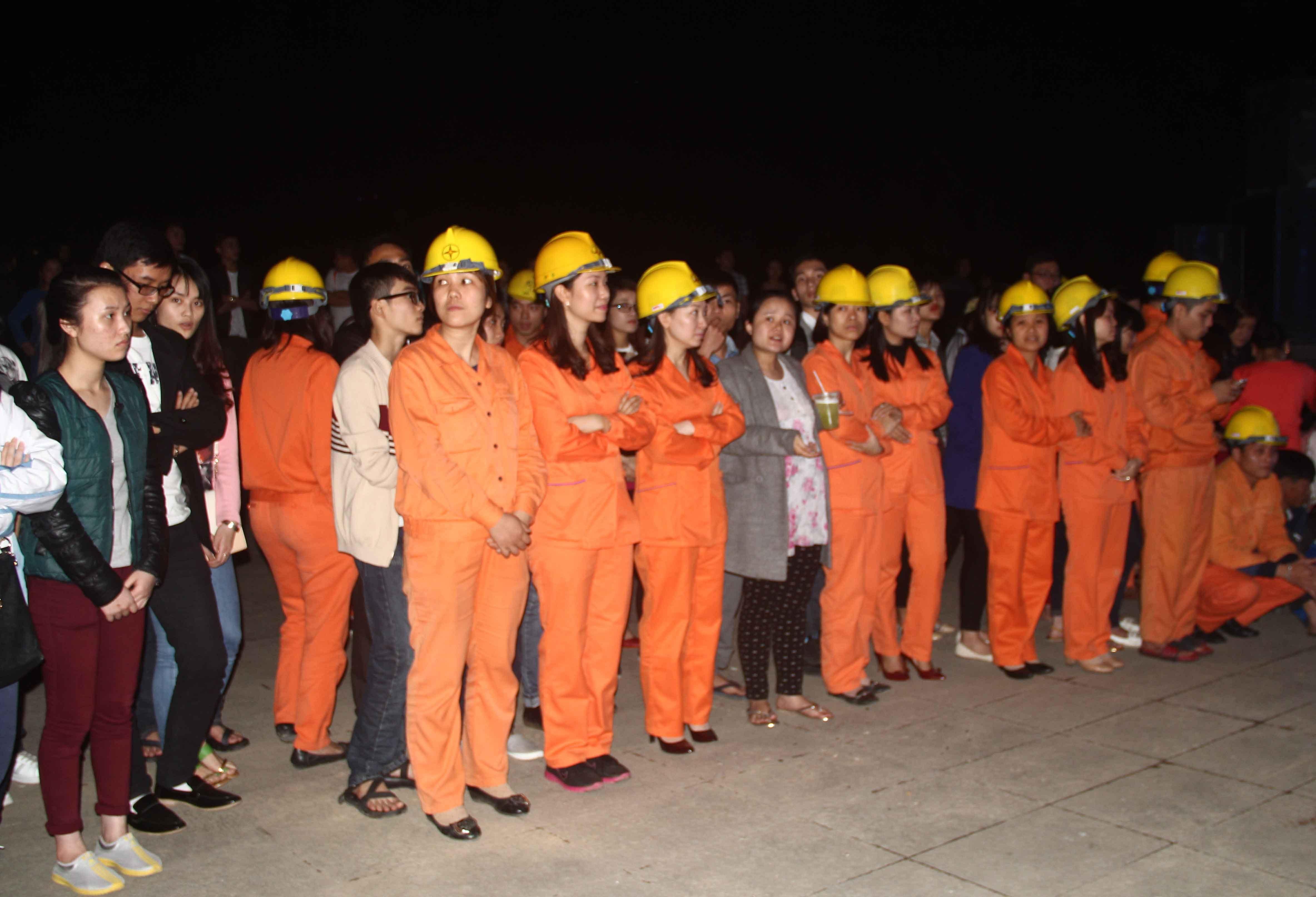 Các cán bộ, nhân viên điện lực Thanh Hóa tham dự tại lễ ra quân Giờ trái đất