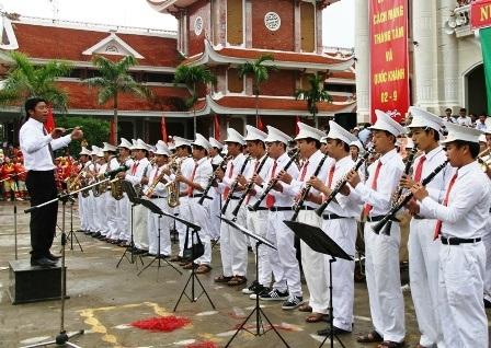 1.200 người hợp xướng kèn đồng tại hội thi nhạc kèn và đồng ca hợp xướng tỉnh Nam Định năm 2012.