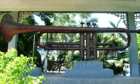 Chiếc kèn đồng lớn nhất Việt Nam đang đặt tại Tòa giám mục Bùi Chu, huyện Xuân Trường.