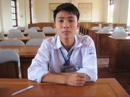 Cậu học trò nghèo, mồ côi học giỏi Nguyễn Đình Hoàng.