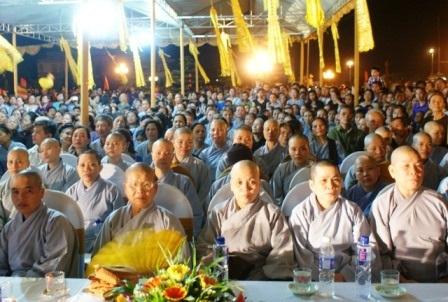 Lễ cầu siêu các liệt sỹ và giáo sinh trường y bên dòng sông Mã