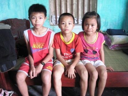 Ba đứa con của anh Ngọ, cháu nào cũng chăm ngoan và học rất giỏi.