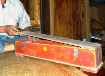 Sắc phong được lưu giữ trong các hộp gỗ hoặc ống nứa.
