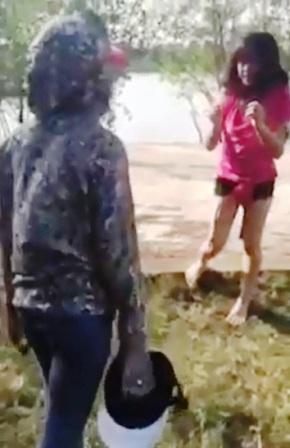 Hình ảnh cắt từ clip về vụ việc.