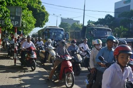 Giao thông đã xảy ra ùn tắc cục bộ tại một số điểm thi trên địa bàn thành phố Thanh Hóa.
