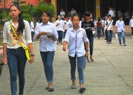 Các thí sinh dự thi vào Trường THPT chuyên Lam Sơn (Thanh Hóa) năm học 2015 - 2016.