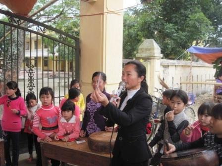 Hầu hêt phụ nữ nào biết chơi bài điếm đều hát được những câu hát giao duyên.
