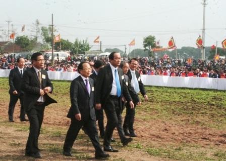 Các vị lãnh đạo trung ương và địa phương đến dự lễ hội Tịch Điền.