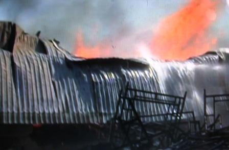 Ngọn lửa gặp gió bùng phát dữ dội