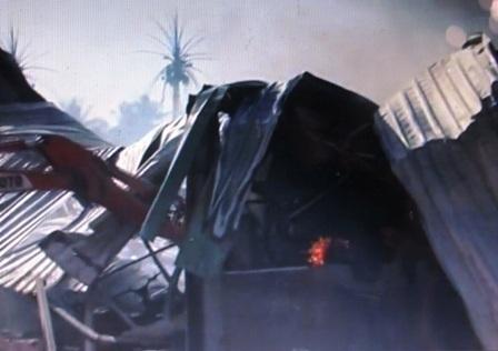 Nhà kho bị đổ sập