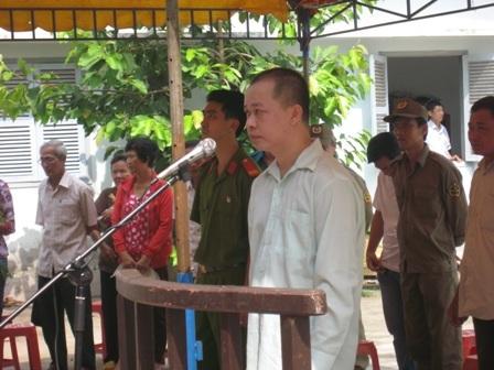Bị cáo Anh Tuấn tại toà