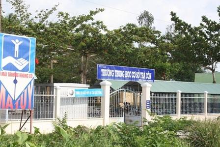 Trường THCS Trà Côn - nơi xảy ra sự việc.