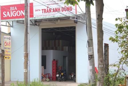 Thửa đất 598B5 gia đình ông Truyền vẫn còn mở cửa buôn bán sáng 5/12