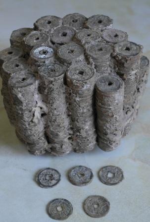Khối tiền cổ nặng 4,5 kg được xác định từ thời Minh Mạng và Gia Long