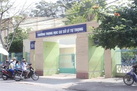 Trường THCS Lý Tự Trọng, nơi xảy ra vụ việc đánh hội đồng nữ sinh N.T.H.P.
