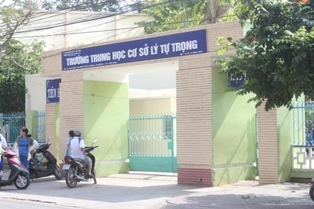 Trường THCS Lý Tự Trọng, nơi xảy ra vụ việc.