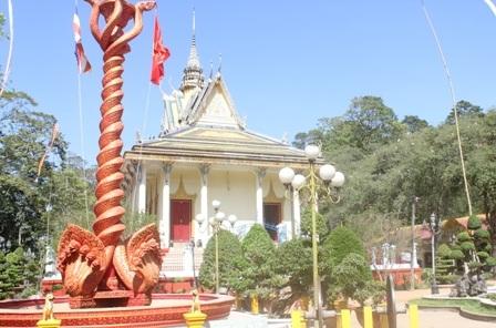 Nhạc cụ truyền thống được biểu diễn trong các lễ hội của người Khmer