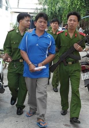 Đối tượng phước bị bắt tạm giam vì hành vi chống người thi hành công vụ