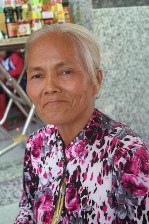 Đầu bạc trắng, bà Hoa vẫn mơ ước trở thành Luật sư để giúp đỡ người nghèo