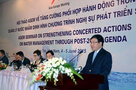 Phó Thủ tướng, Bộ trưởng Bộ Ngoại giao Phạm Bình Minh phát biểu tại hội thảo