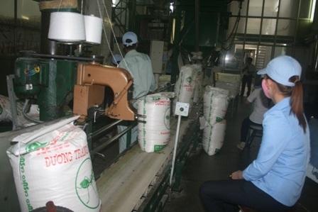 Công nghệ sản xuất đường các nhà máy vẫn còn lạc hậu.