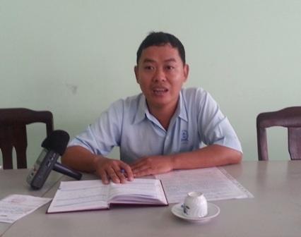 Ông Trần Minh Quang - PTGĐ Cty cổ phần Xi Măng Cần Thơ - trao đổi với PV