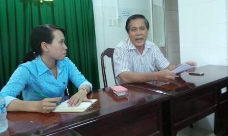 Ông Đặng Quang Tâm (phải) - Giám đốc Bệnh viện ĐKTƯ Cần Thơ