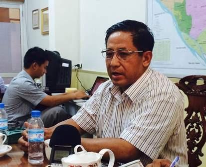 Ông Nguyễn Hoàng Học - Chánh VP UBND tỉnh Vĩnh Long tiếp xúc với báo chí chiều 7/5