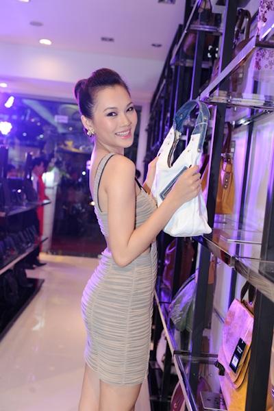 Sao Việt cũng chuộng màu chói - 6