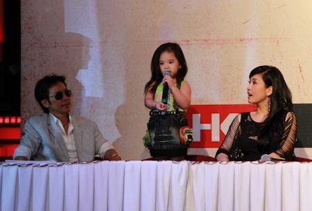 Cô con gái nhỏ của Lê Huỳnh và Kiều Oanh cũng tham gia đóng phim.