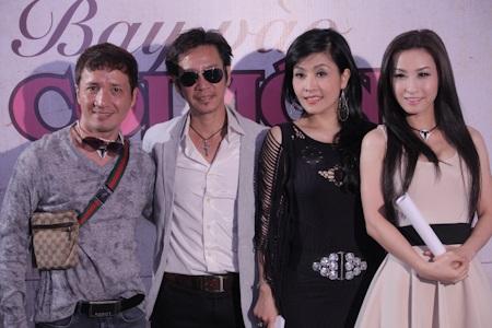 Tác giả Vĩnh Thuyên, vợ chồng Kiều Oanh, Lê Huỳnh và Vĩnh Thuyên Kim